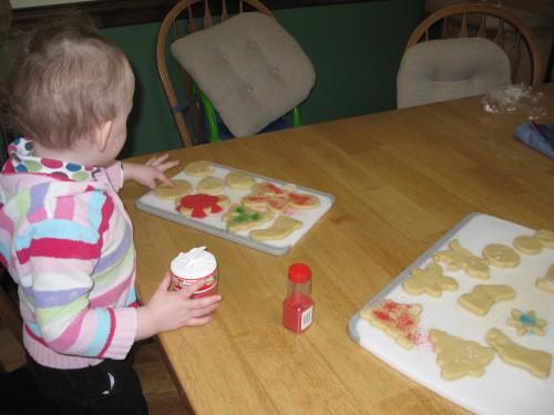 Eve drowns her cookies in sprinkles